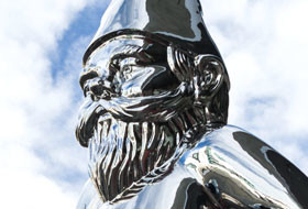 Gregor Kregar Large Wise Gnome (detail) 2007. Mirror-polished stainless steel. Courtesy the artist and Gow Langsford Gallery
