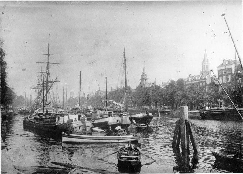 Leuvehaven in about 1895