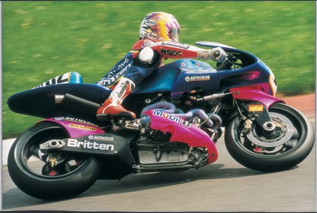 Andrew Stroud racing the Britten V1000 to victory in the inaugural World BEARS Championship at the Assen Circuit in August 1995, just weeks before John Britten's death.
