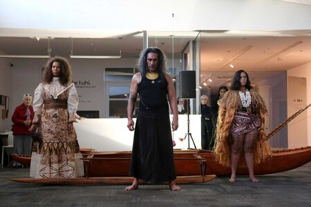 Ioane Ioane Moana Don't Cry 2019. Performance ritual by Ioane Ioane, Sila Ioane and Shannon Ioane, costume design by Rosanna Raymond. Performed on 31 August 2019 during the opening of Moana Don't Cry. Commissioned by Te Tuhi, Auckland. Photo: Amy Weng