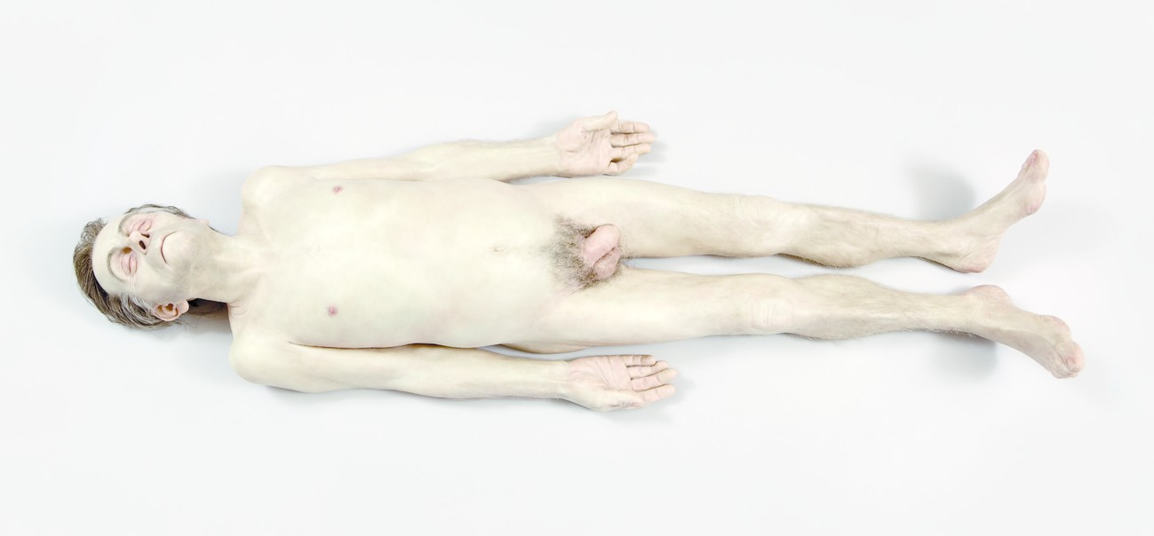 Ron Mueck Dead Dad 1996–7. Silicone, polyurethane, styrene, synthetic hair, ed. 1/1. Stefan T. Edlis Collection, Chicago. © Ron Mueck courtesy Anthony d'Offay, London. Photo: Michael Tropea