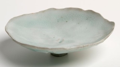 David Brokenshire Bowl 1974. Stoneware. Collection of Christchurch Art Gallery. Reproduced courtesy of David Brokenshire.