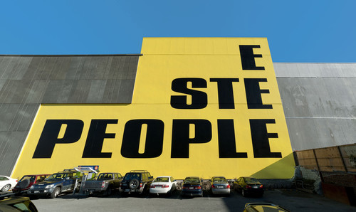 Kay Rosen Here Are the People and There Is the Steeple 2012. Acrylic paint on wall, Christchurch Public Art Gallery, Christchurch, New Zealand. Photo: John Collie. © Kay Rosen